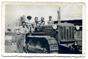 Filippo Ottaviani, padre di Loredana alla guida del trattore 1941