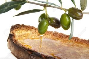 15395495-pane-tostato-pane-con-olio-d-oliva-e-pepe-e-un-rametto-di-olivo-Archivio-Fotografico
