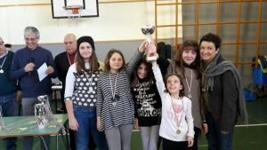 le alunne vincitrici, con l'insegnante Lucia Viglianti, durante la premiazione